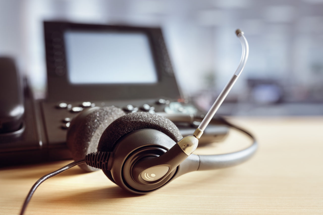 headset-headphones-and-telephone-in-call-center